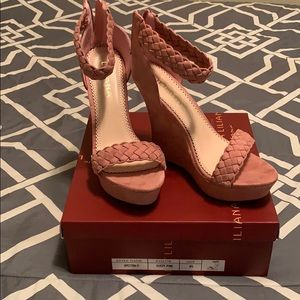 Dusty pink wedge
